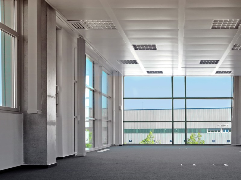 Lux Tech Center light and spacious top-floor office